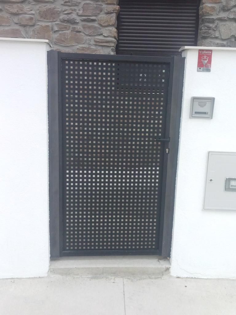 Puertas de chapa galvanizada finest foto de estructura - Puertas de chapa galvanizada precios ...